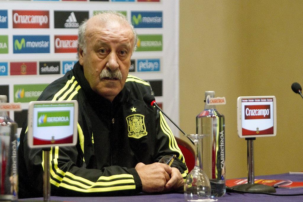 epa04493407 Spanish national soccer team head coach Vicente del Bosque addresses a press conference in Vigo, Spain, 17 November 2014. Spain will face Germany in a friendly soccer match on 18 November 2014.  EPA/SALVADOR SAS  Dostawca: PAP/EPA.