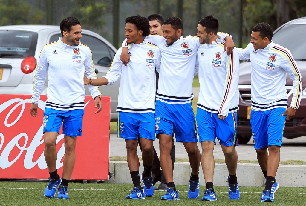 epa04774805 Colombian national soccer team players (L-R) Radamel Falcao, Juan Cuadrado, Carlos Valdes, Camilo Vargas and Jeison Murillo attend a training session, in Bogota, Colombia, 29 May 2015. The Colombian team will participate in the Copa America 2015 in Chile in June.  EPA/MAURICIO DUENAS CASTANEDA  Dostawca: PAP/EPA.