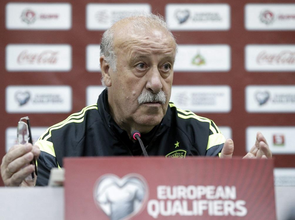 epa04797258 Spanish national team's head coach, Vicente del Bosque, attends a press conference in Minsk, Belarus, 13  June 2015. Spain will face Belarus at the UEFA EURO 2016 qualifying match in Borisov on 14 June 2015.  EPA/TATYANA ZENKOVICH  Dostawca: PAP/EPA.