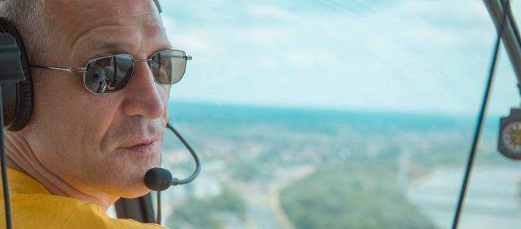krotkapilka-ze-szczesnym-wlochy-hiszpania-lot-helikopterem-sportowyring-com